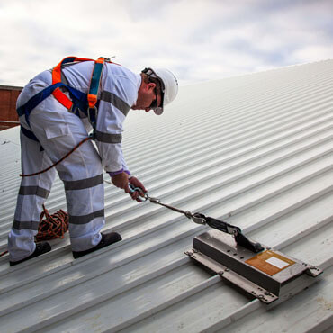 STATIC LINE ROOF SAFETY HEIGHT SYSTEM SYDNEY - Small with man